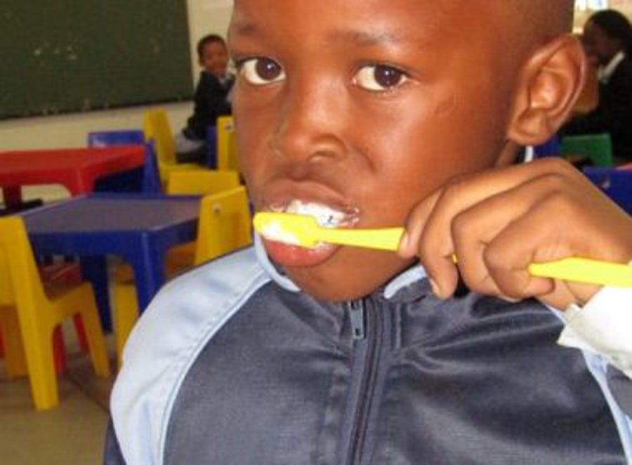 Aftercare 'tooth-torial' gives Noupoort pupils reason to smile