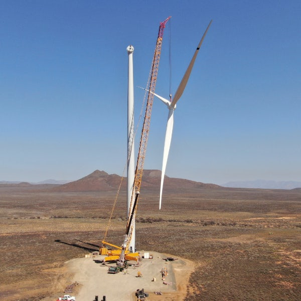 Local workforce raises first turbine on Western Cape wind farm