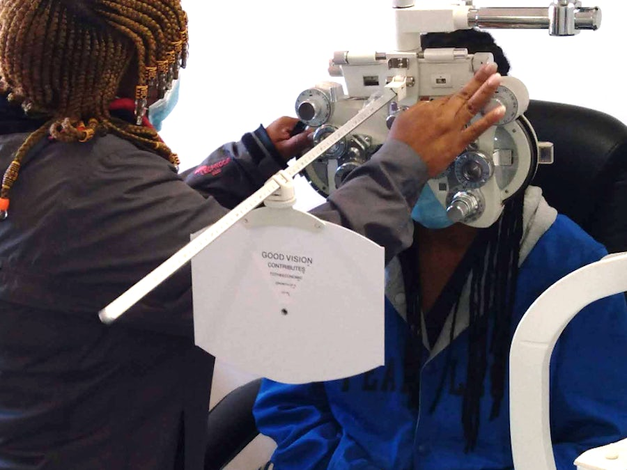 Mobile clinic visit to Loeriesfontein proves sight for sore eyes
